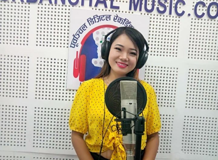 """गायिका तथा मोडल सरिता राईको नयाँ गीत""""मन पराउँछु माया गर्छु"""" बजारमा (भिडियो सहित)"""