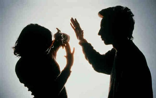 लैङ्गिक हिंसाका उजुरीकर्ता महिला.. 'म मेरो श्रीमतीबाट हिंसामा परेँ, न्याय पाउँ