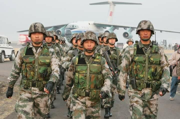 चिनियाँ रास्ट्रपति नेपाल आउन केहि घण्टा बाँकि हुँदा काठमाण्डौमा हतियार सहितका चिनियाँ सेना आए,