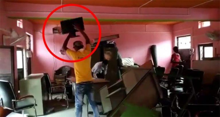 दुई शिक्षकको सरुवालाई लिएर रौतहट जिल्लाको कटहरिया नगरपालिकामा तोडफोड