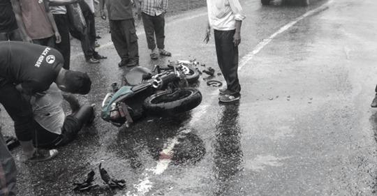 दशैको मुखमा ट्याङ्करले मोटरसाइकललाई ठक्कर दिंदा श्रीमतीको घटनास्थलमै मृत्यु