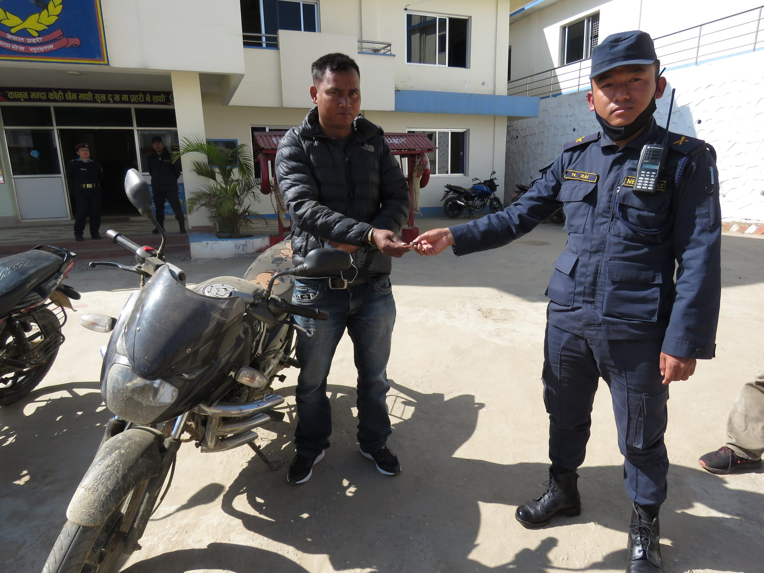 चोरी भएको मोटरसाइकल प्रहरीले फेला पारी बुझायो